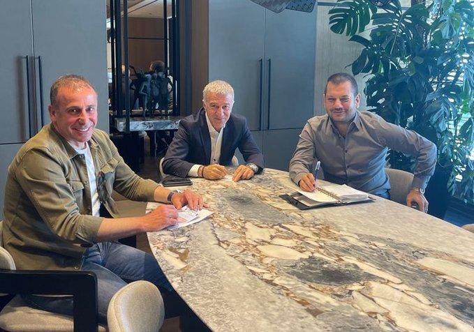 Trabzonspor Başkanı Ahmet Ağaoğlu, Başkan Yardımcısı Ertuğrul Doğan ve Teknik Direktör Abdullah Avcı bir araya geldi