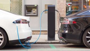 Elektrikli otomobil sürücülerin yüzde 18'i yakıtlı araç kullanımına döndü