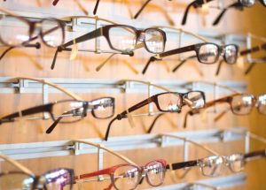 Gözlükçüler kısıtlamalara tabi mi? Bakanlıktan 'nöbetçi gözlükçü' açıklaması