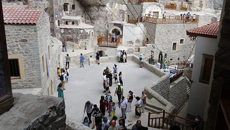 Sümela Manastırı'na Ziyaretçi Akını!