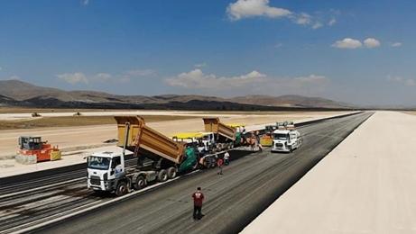 Gümüşhane-Bayburt havaalanında asfalt serimi başladı