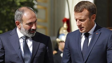 Macron ve Paşinyan, Karabağ müzakerelerinin yeniden başlamasını görüştü