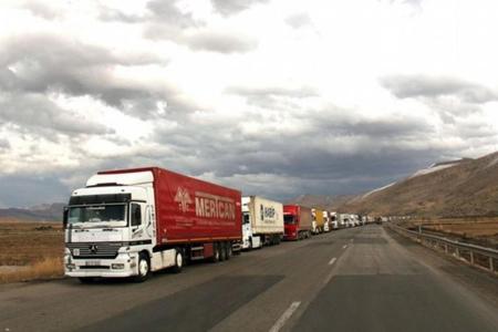 Türkiye, Azerbaycan'a destek için İran sınırındaki tüm kontrol noktalarını kapattı.