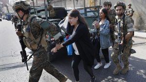 Beyrut karıştı, asker sokağa indi: Ölü ve yaralılar var